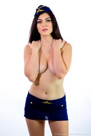 Mikaela Pascal  nackt