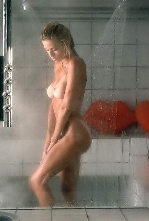 Gravatte nude marianne Marianne Gravatte