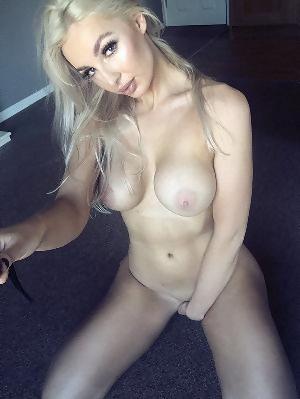 Josie Cunningham  nackt